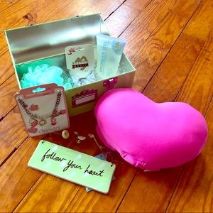 NWT Girl's Travel Gift Set